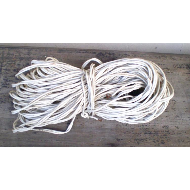 Fios elétricos usados.- 216 -